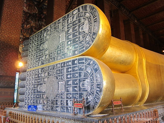 Wat Pho Reclining Buddha feet & Photo at Wat Pho (Temple of the Reclining Buddha) - Bangkok Thailand islam-shia.org