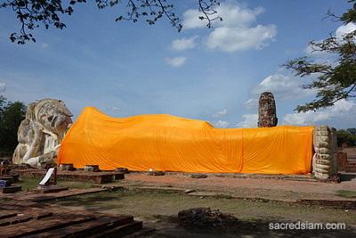 Wat Lokayasutharam Ayutthaya reclining Buddha & Wat Lokayasutharam Reclining Buddha - Ayutthaya Thailand islam-shia.org