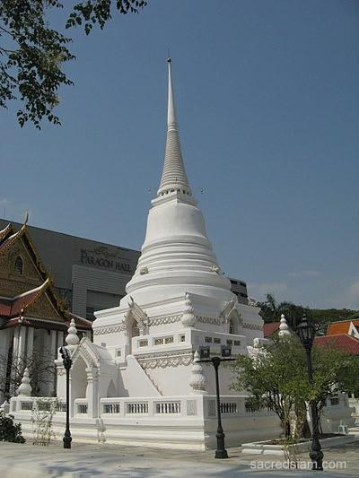 Wat Pathum Wanaram - Bangkok, Thailand