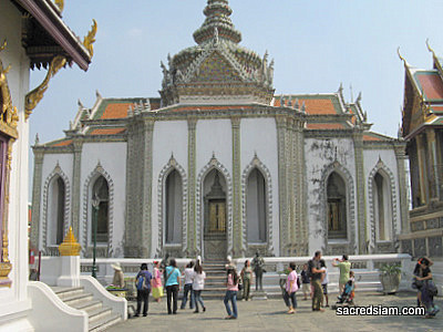 Wat Phra Kaew (Temple of the Emerald Buddha) - Bangkok ...