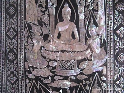 Phitsanulok temples: Wat Phra Si Rattana Mahathat mother of pearl door